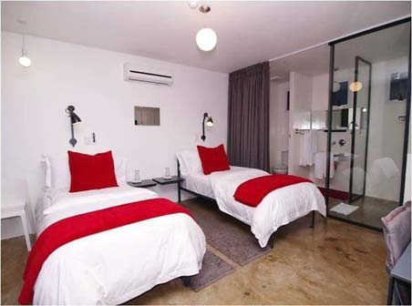 TRAVELFIX - Hotel 64 on Gordon, South Africa