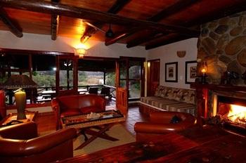 Indlovu River Lodge in Hoedspruit