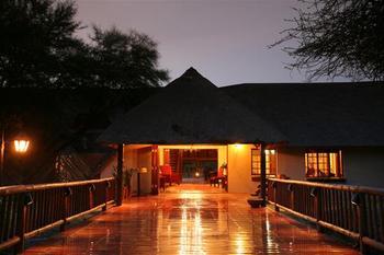 Mongena Game Lodge in Rust de Winter