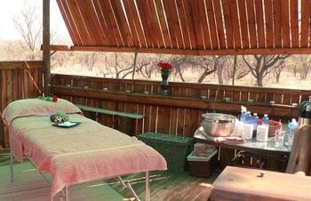 WagonDrift Lodge in Dinokeng Game Reserve