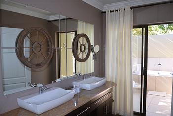 Thaba Tshwene Lodge in Hartbeesfontein